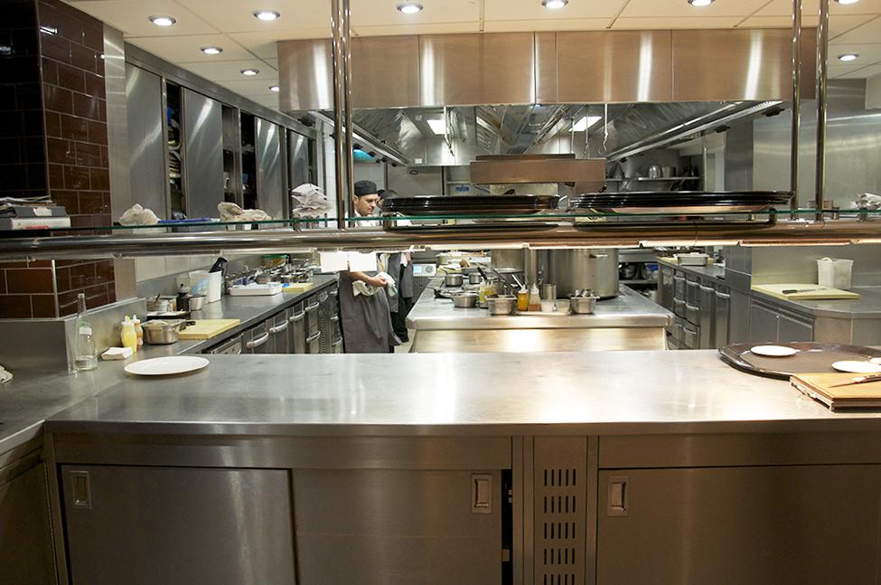 Sai di quanta luce ha bisogno la cucina del tuo ristorante ...