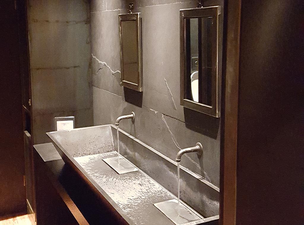 L illuminazione del bagno quando anche rifarsi il trucco diventa