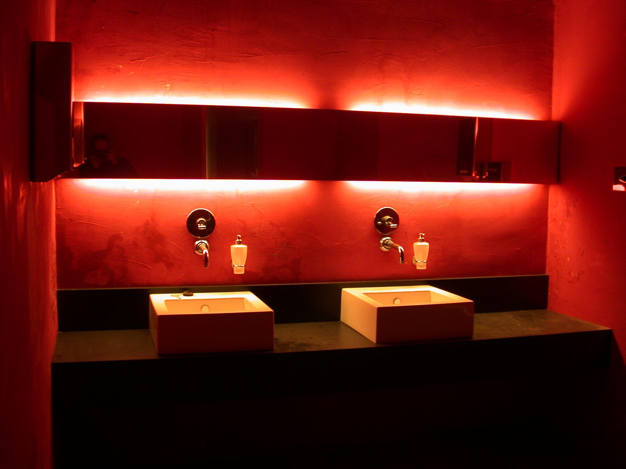 La corretta illuminazione del bagno del tuo ristorante cannata